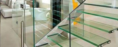 photo showing a toughened laminated glass staircase