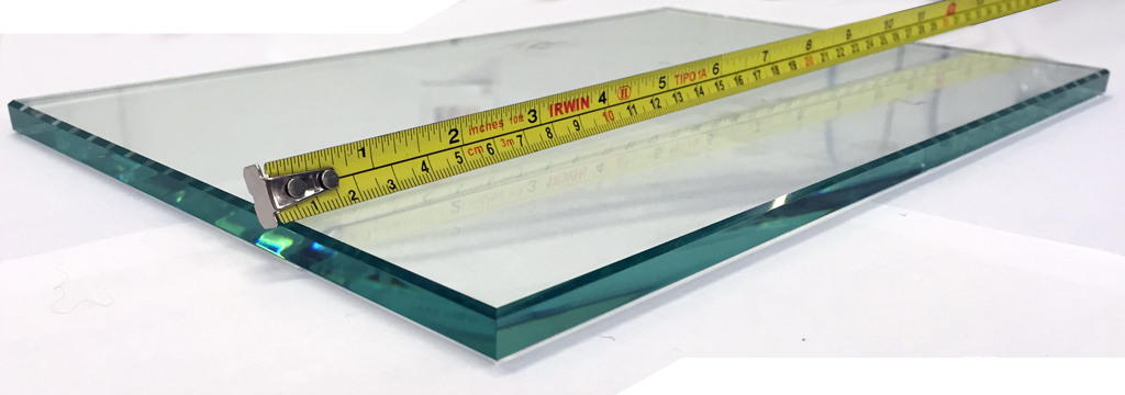 photo of a glass rectangle showing polished edge